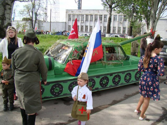 Russians And Their Tanks-Cars (24 pics)