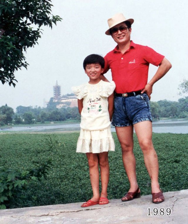 Dad And Daughter Take The Same Photo During 40 Years (41 pics)