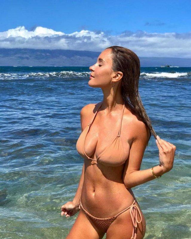 Bikini Girls (56 pics)
