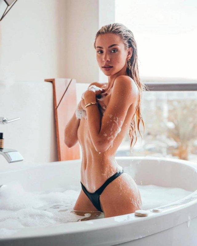 Wet Girls (45 pics)