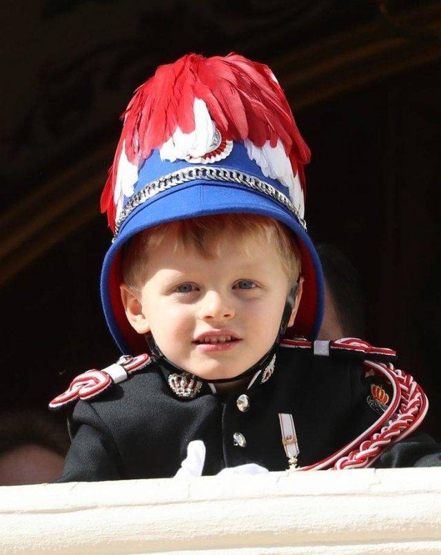 World's Royal Descendants (12 pics)
