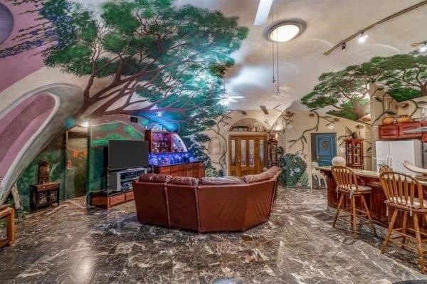 Amazing Underground House In Texas (22 pics)