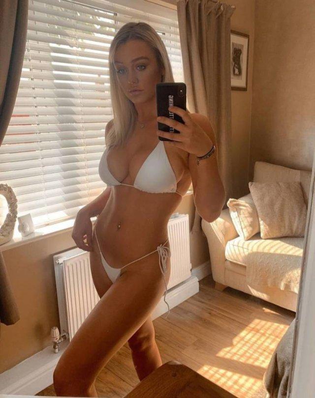 Selfie Girls (40 pics)