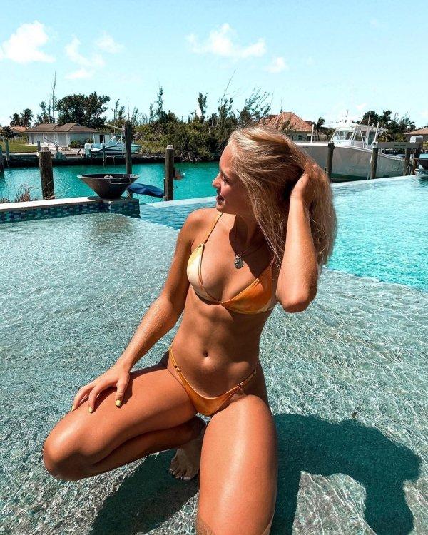 Bikini Girls (35 pics)