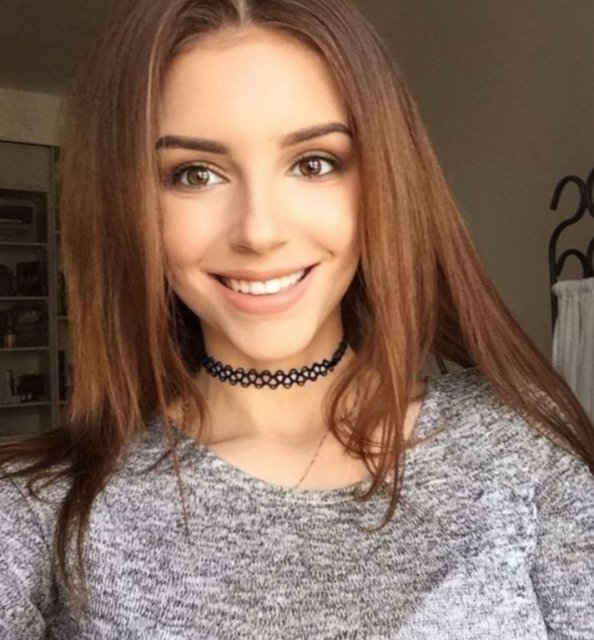 Girls In Choker Necklaces (39 pics)
