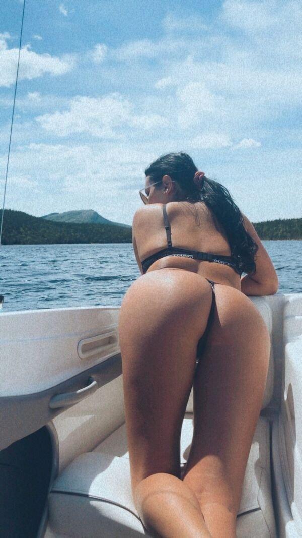 Rear View (36 pics)