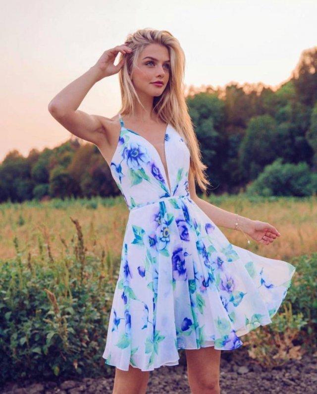 Girls In Sundresses (49 pics)