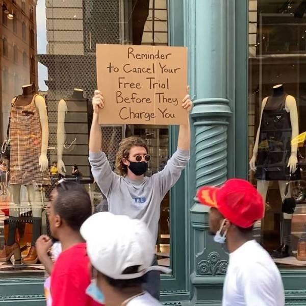 Dude With A Sign (28 pics)