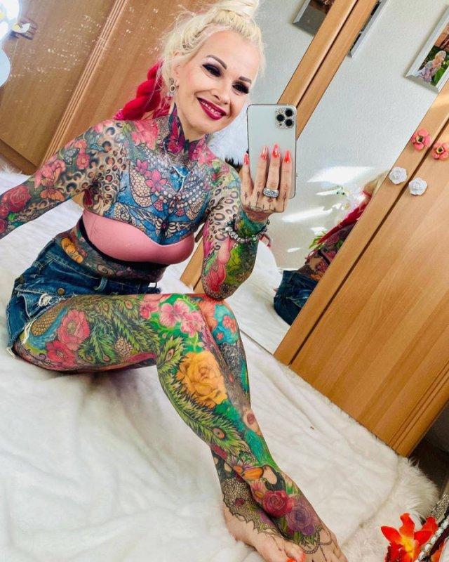 Kerstin Tristan Spent Over 30 Thousand Euro On Bright Tattoos (20 pics)