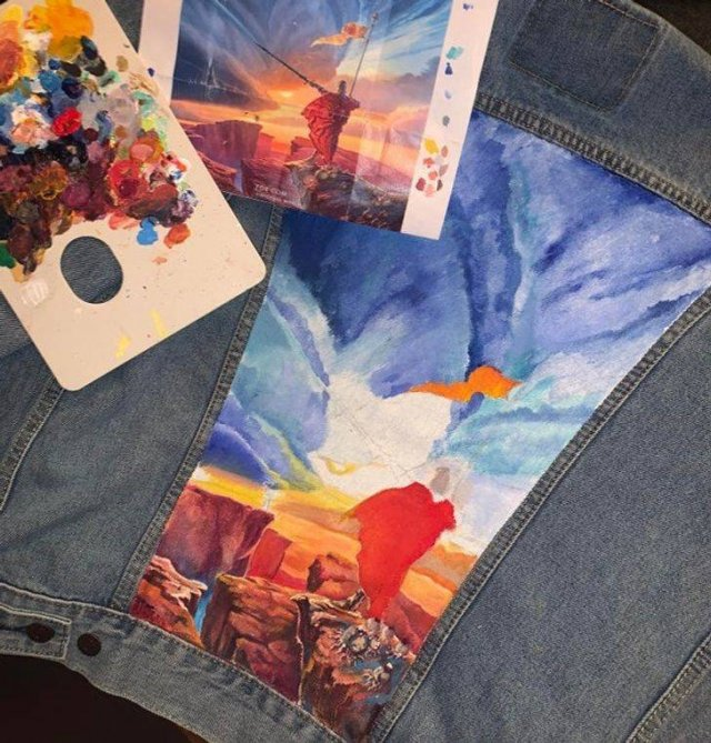 People Transform Their Clothes Into Art (18 pics)