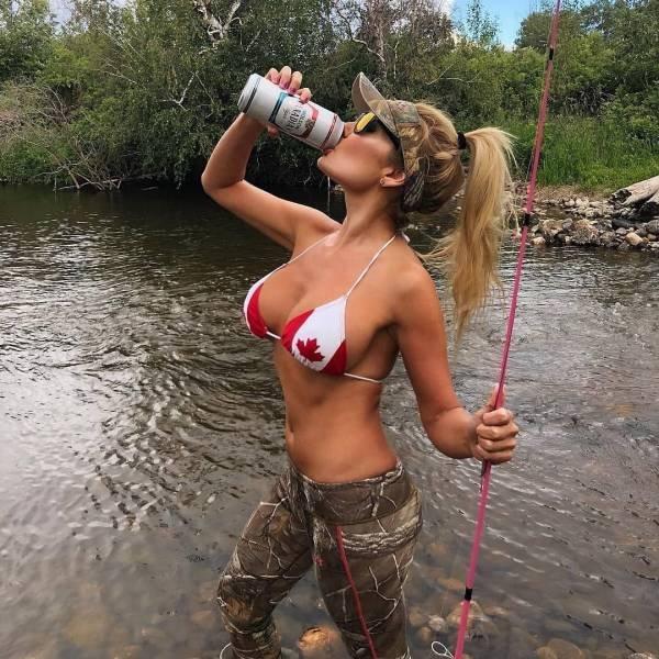 Girls Fishing (49 pics)