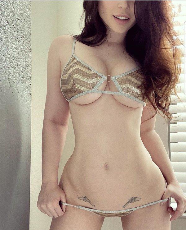Busty Girls (62 pics)