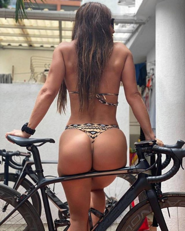 Girls On Bicycles (45 pics)