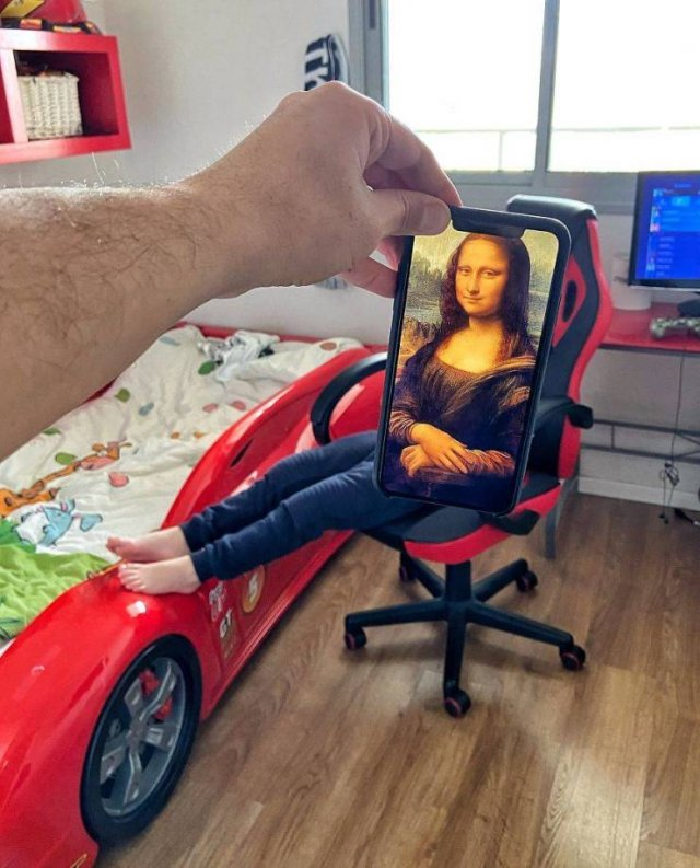 This Guy Plays With Your Imagination Using His Phone (29 pics)