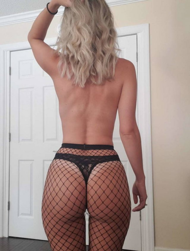 Girls In Fishnet (40 pics)