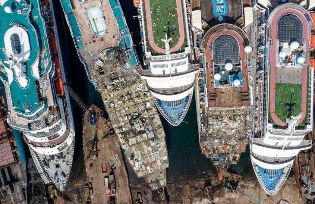 Cruise Ship Dump In Turkey (23 pics)