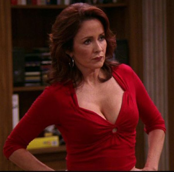 Hot Attractive Mothers In Movies And TV Shows (19 pics)