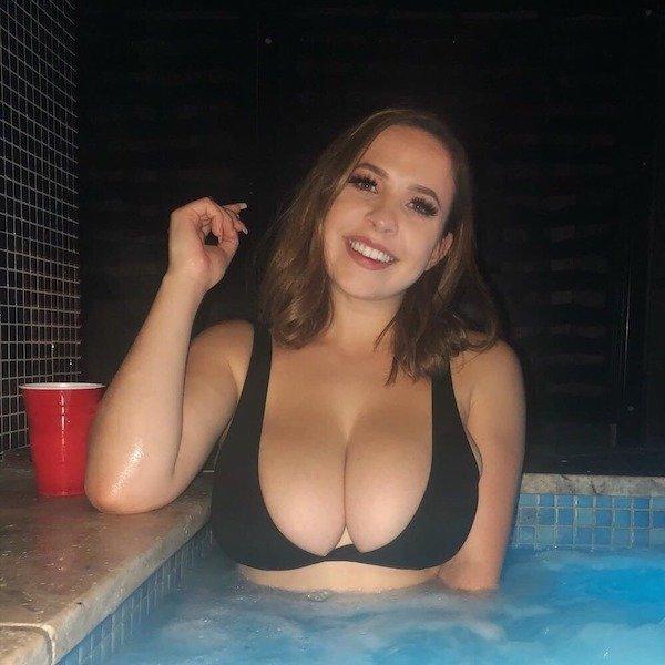 Hot Girls (58 pics)