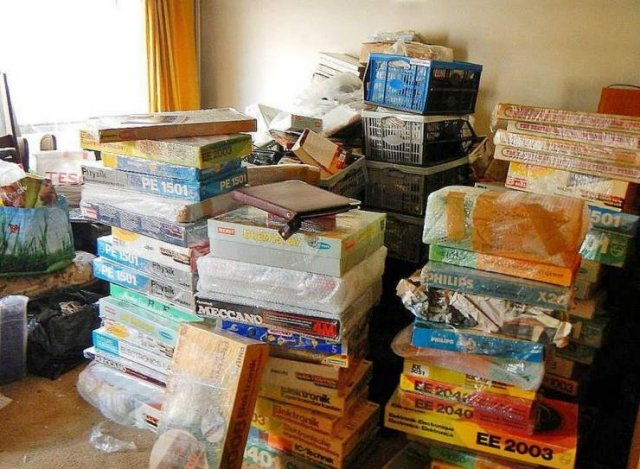 60,000 Rare Items Were Found In A Owner's House (29 pics)