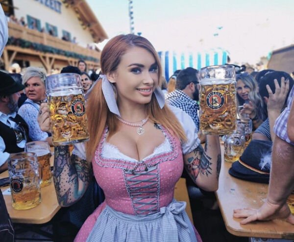 Oktoberfest Girls (22 pics)