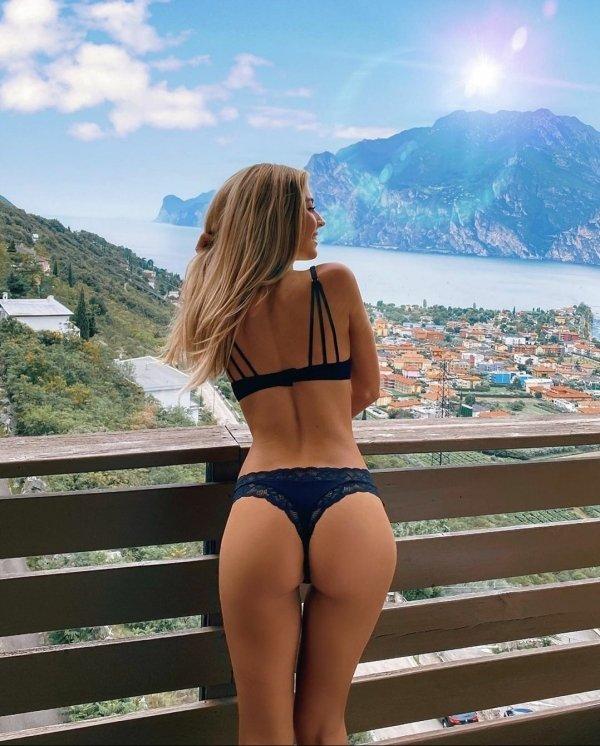 Hot Girls (40 pics)