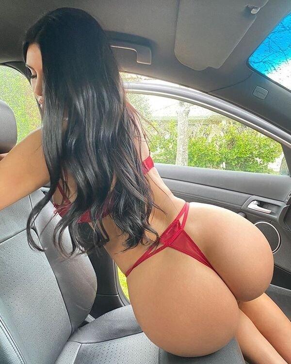 صور سيلفي للسيارة الساخنة (39 صورة)