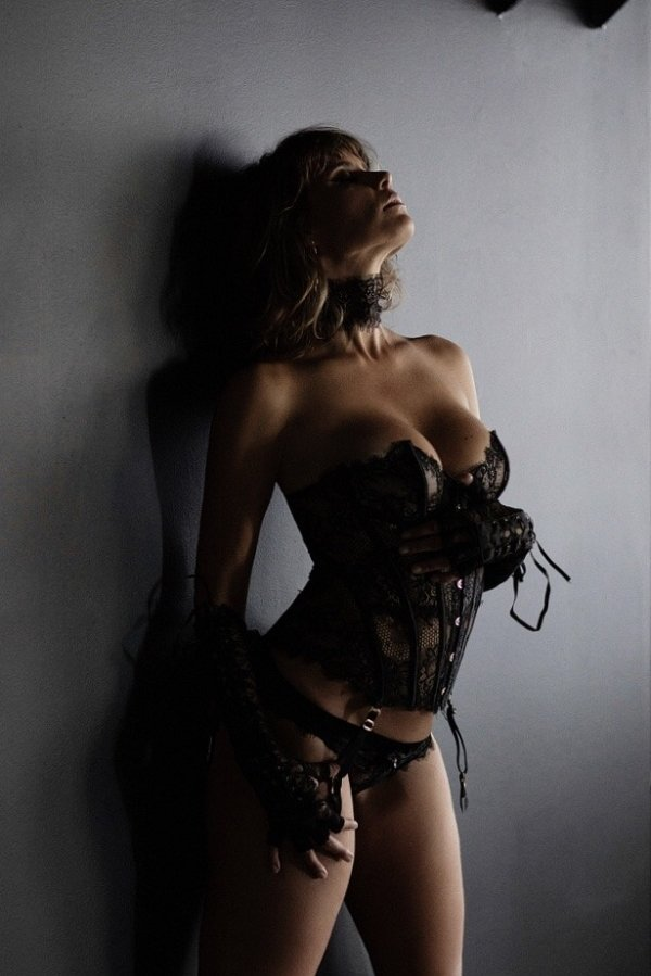 Girls In Corsets (29 pics)