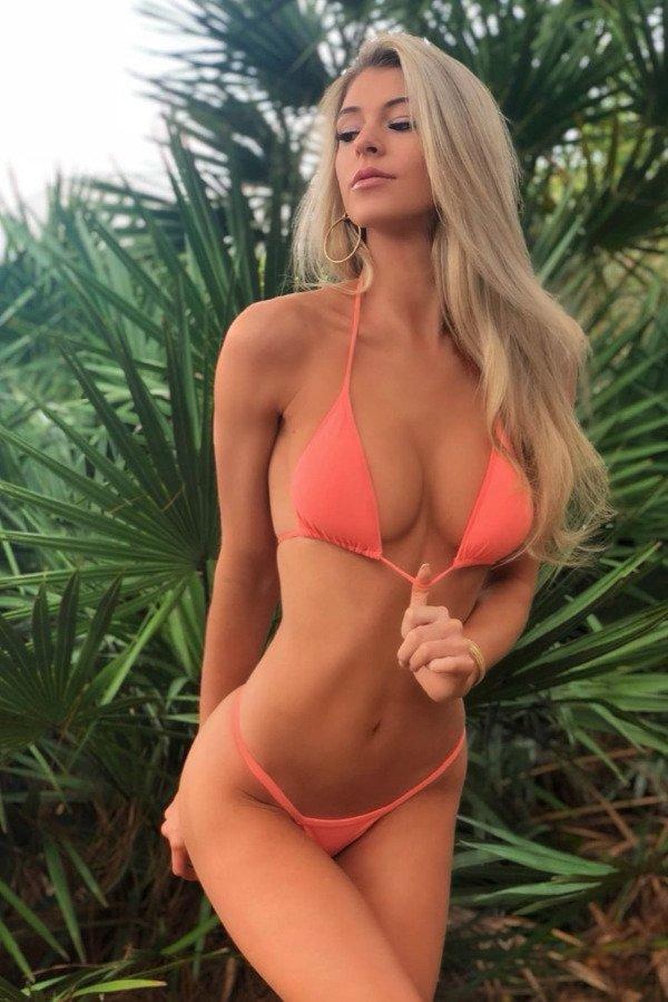 Hot Girls (32 pics)