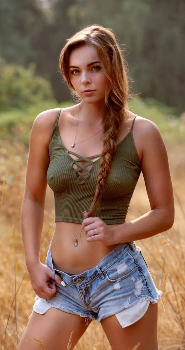 Girls With Piercing (41 pics)