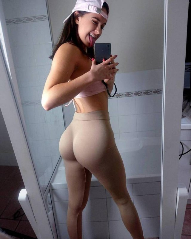 Selfie Girls (42 pics)