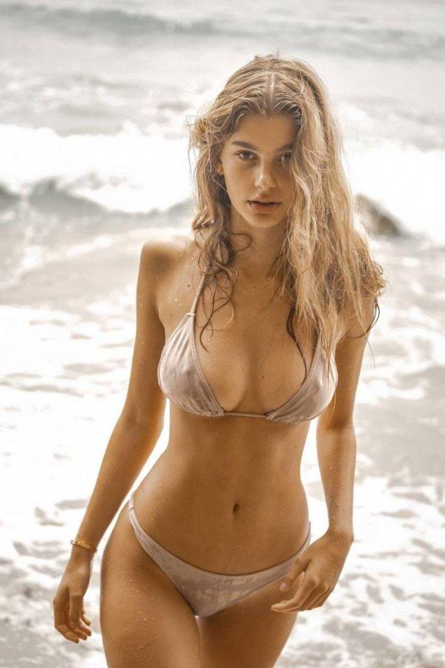Bikini Girls (47 pics)