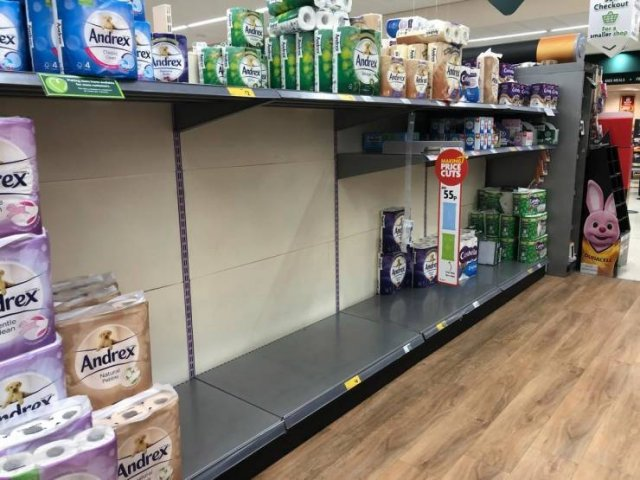 Empty Shopping Malls In UK (19 pics)