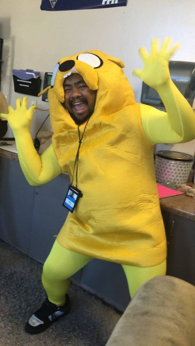 When You're The Only One Who Dressed Up For Halloween (41 pics)