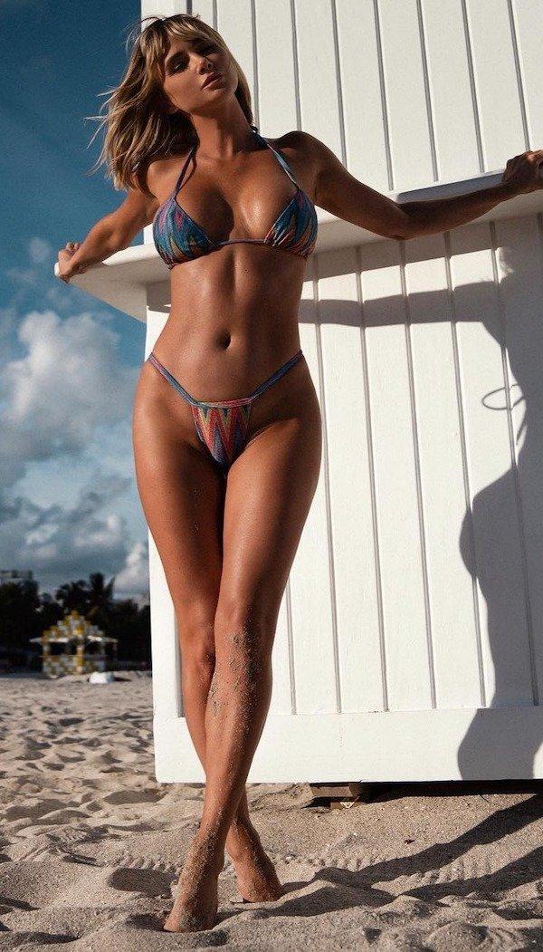 Bikini Girls (83 pics)