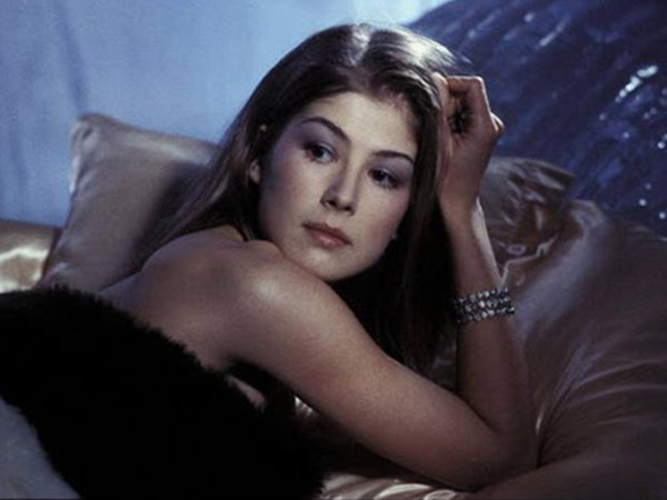 Hot British Actresses In Hollywood Movies (20 pics)