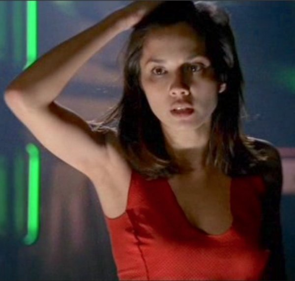 Hot Actresses From Horror Movies (19 pics)
