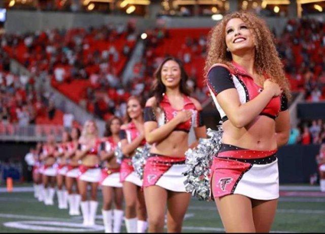 Beautiful Cheerleaders (25 pics)