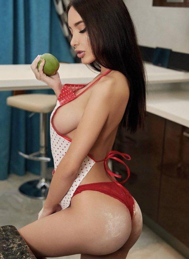 Hot Kitchen Girls (43 pics)