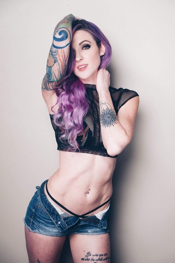 Girls With Dyed Hair (34 pics)