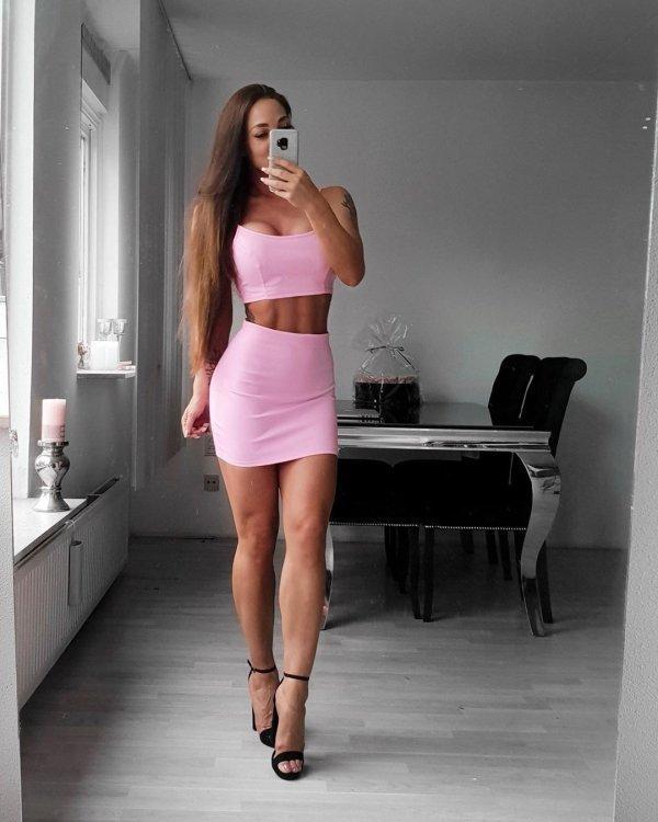 البنات باللون الوردي (38 صورة)