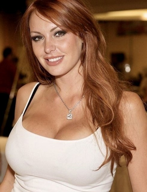 Girls Wearing Necklaces (29 pics)