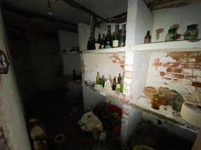 Abandoned Mansion Reveals Its Secrets (19 pics)