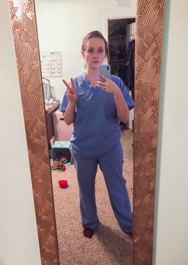 Nurse Shows Her Changes After Nine Months Of Pandemic (12 pics)
