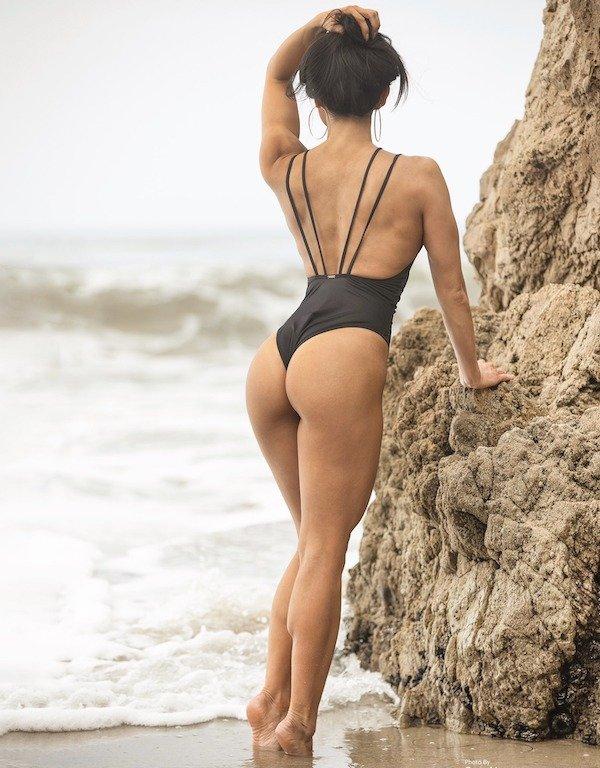 Girls With Beautiful Legs (33 pics)