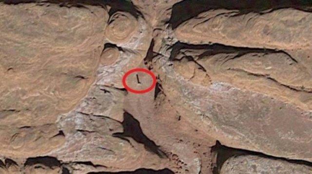 A Huge Metal Monolith Was Discovered In Utah Desert (10 pics)
