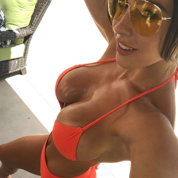 Girls In Sunglasses (52 pics)