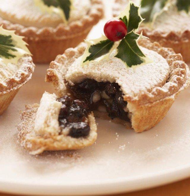 Winter Holiday Dishes Around The World (28 pics)