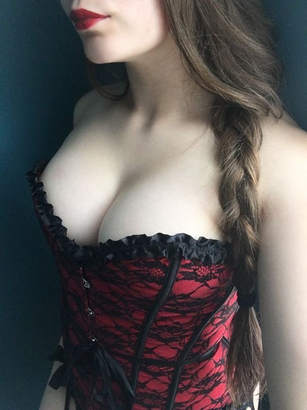 Girls In Corsets (26 pics)