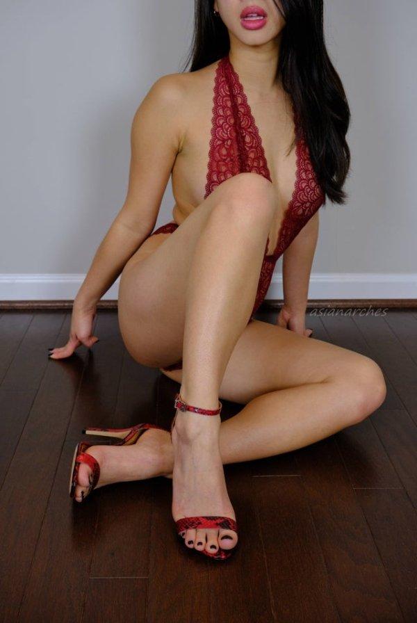 Girls With Beautiful Legs (34 pics)