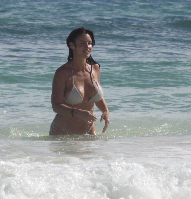 Slovakian Model Lucia Javorcekova Is Resting On A Beach (25 pics)